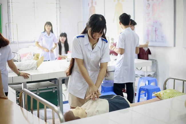 Công việc ngành điều dưỡng hộ sinh