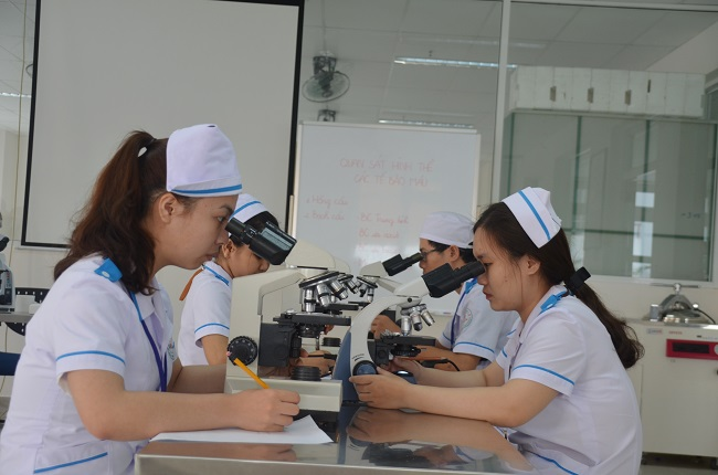 Học ngành điều dưỡng tại Đại Học Đông Á