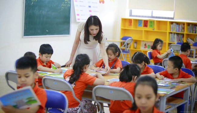Giáo viên tiểu học là những người trực tiếp giảng dạy trẻ em