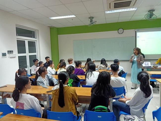Lớp học Quản trị kinh doanh tại Trường ĐH Đông Á
