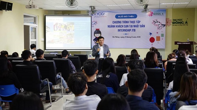 Sinh viên Đông Á trao đổi về chương trình thực tập và việc làm của Công ty Du lịch hàng đầu Nhật bản JTB