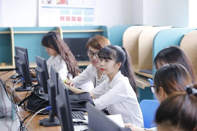 Học tài chính ngân hàng có dễ xin việc không?