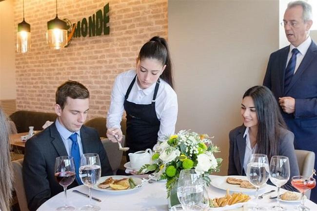 Ngành quản trị nhà hàng và dịch vụ ăn uống