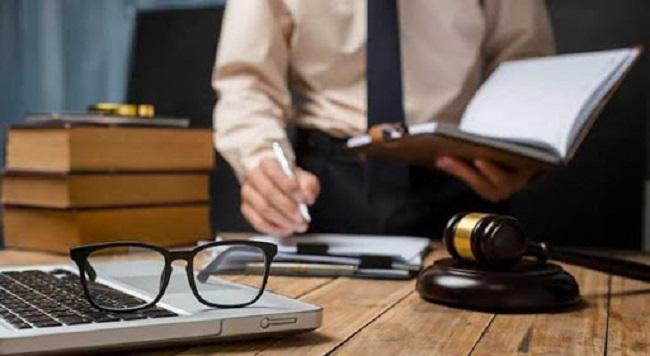 Học luật kinh tế có khó không?