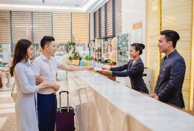 mức lương của quản trị khách sạn - Lễ tân khách sạn 4 sao