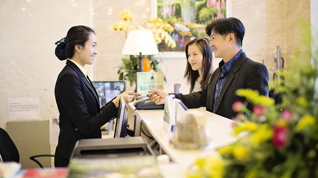 Lương cơ bản của lễ tân khách sạn 5 sao khoảng 6 đến 7 triệu đồng/tháng