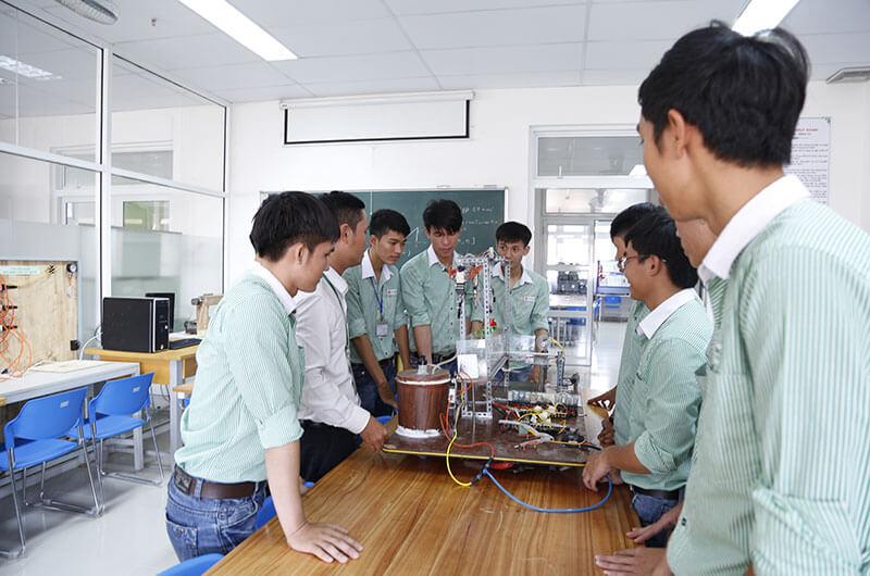 Môi trường học tập ngành điện điện tử 4
