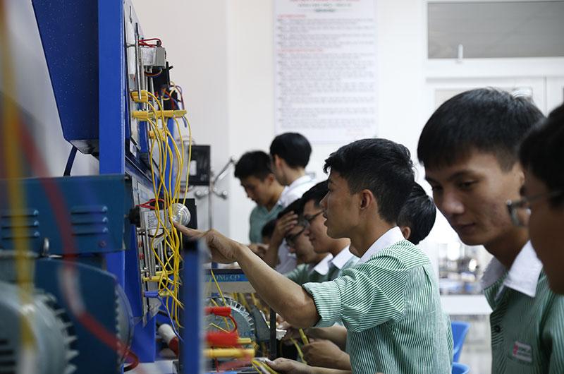 Môi trường học tập ngành điện điện tử 6