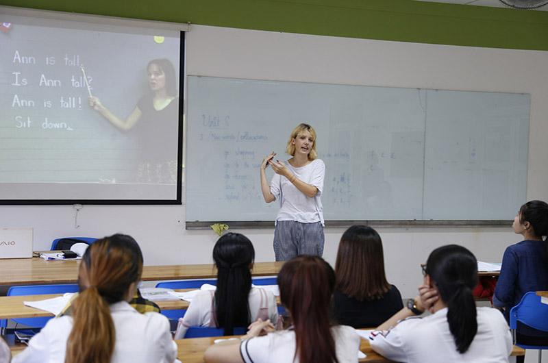 Môi trường học tập ngành ngôn ngữ Anh 01