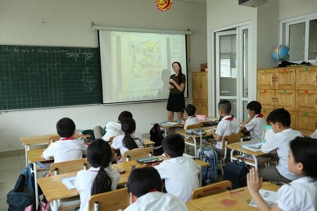 Phổ cập giáo dục tiểu học xóa mù chữ
