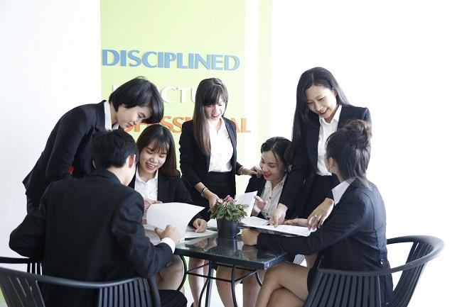 Sinh viên Đông Á thực hành ngành Quản trị khách sạn