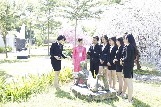Sinh viên Đông Á thực hành thực tế ngành quản trị du lịch