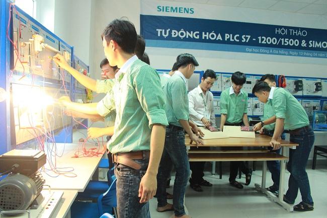 Chương trình đào tạo ngành kỹ thuật điện điện tử có môn học nào?