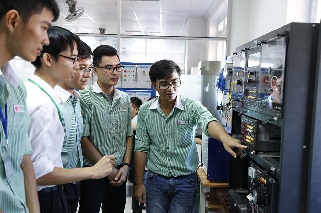 Có nên học ngành điện điện tử không?