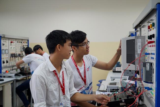 Học điện điện tử ở trường ĐH Đông Á