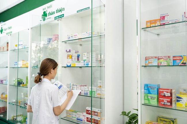 Công việc hằng ngày của dược sĩ là tham gia vào việc chăm sóc sức khỏe cho mọi người