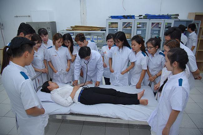Điều dưỡng là nghề có nhiều cơ hội việc làm sau khi tốt nghiệp