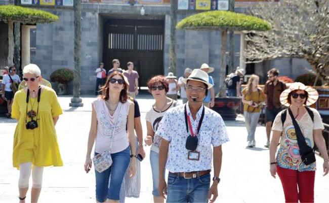Hướng dẫn viên du lịch là gì? Các loại hướng dẫn viên du lịch?