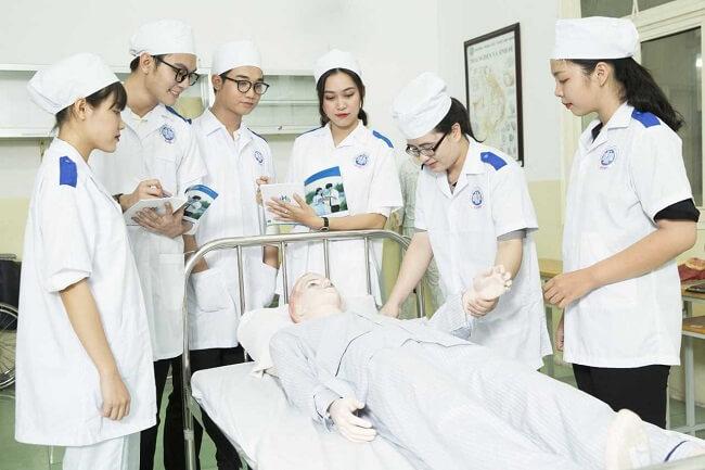 Trình độ chuyên môn tốt là một trong những tiêu chuẩn điều dưỡng
