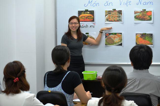 Làm công việc dạy tiếng Việt cho người nước ngoài