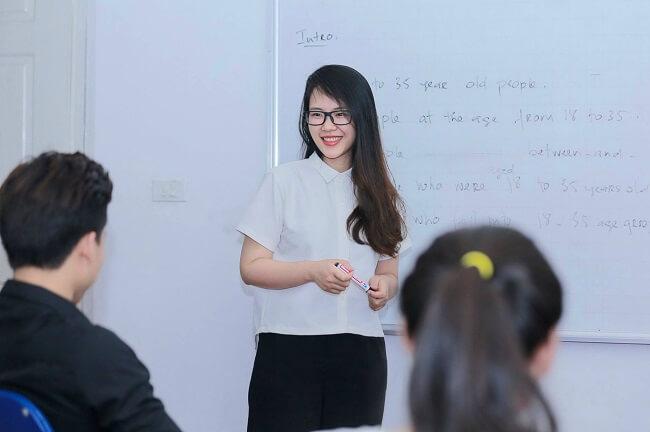 Nếu yêu thích việc giảng dạy thì trở thành giáo viên tiếng Anh là một công việc tuyệt vời