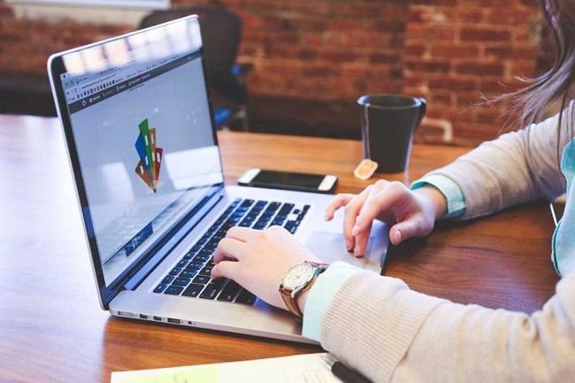 Kế toán tổng hợp là người phụ trách cho tất cả các hoạt động kế toán, tài chính, nguồn doanh thu của công ty