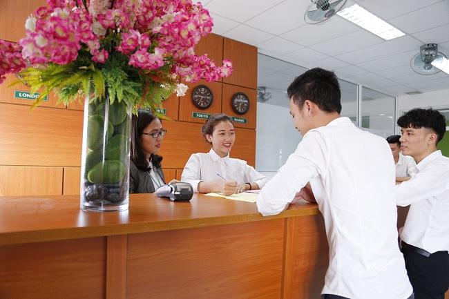 Lễ tân là ngành gì? Muốn làm lễ tân khách sạn học ngành gì?