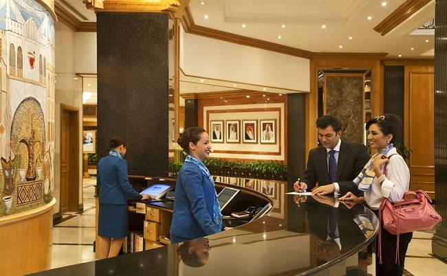 Lương của lễ tân khách sạn 4 sao dao động trong khoảng từ 4 - 5 triệu đồng/ tháng