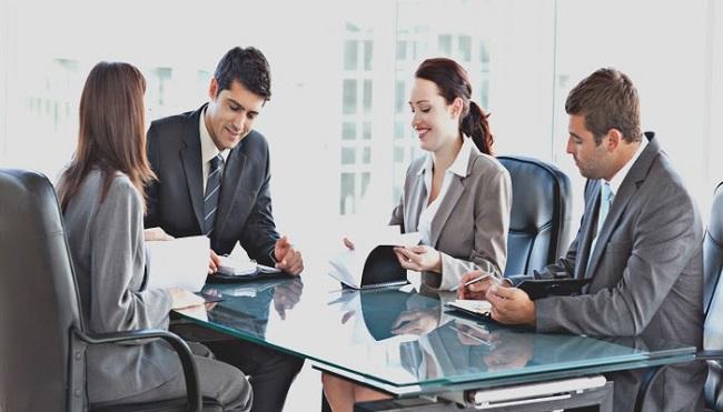 Chuyên viên thanh toán quốc tế tiếp nhận các chứng từ, cung cấp dịch vụ thanh toán quốc tế