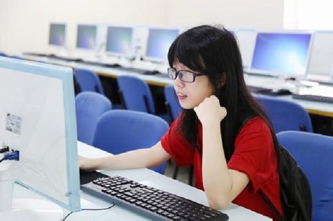 Ngành TMĐT thường xuyên phải tiếp xúc với máy tính